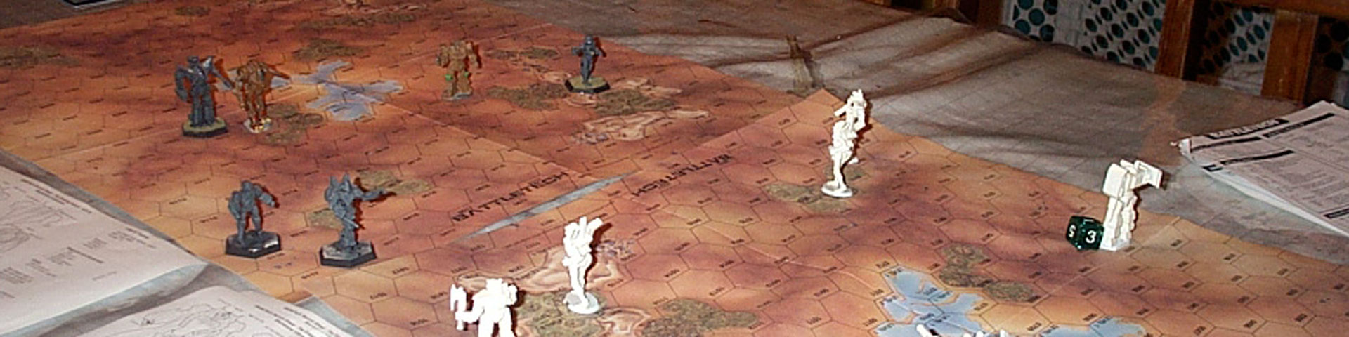 Grey and white robot-like figurines battle on a hexagonal map.